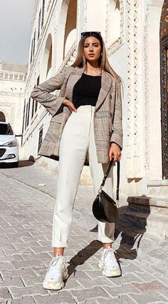 Outfits chic y trendy para ir a la oficina con tenis Adrette Outfits, Trendy Fall Outfits, Casual Winter Outfits, Winter Fashion Outfits, Retro Outfits, Classy Outfits, Look Fashion, Stylish Outfits, Autumn Outfits Women