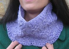 Ravelry: Posy Cowl pattern by Mary Annarella, Sm(med,long) The Posy Cowl is a fun project that makes use of a modified Japanese stitch pattern that involves wrapping several stitches with the yarn before knitting them. Worked in the round, the series of wraps creates a pattern that looks like small flowers (posies) on a lattice with an almost woven effect.