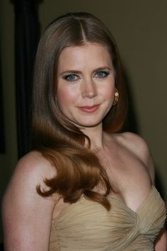 Amy Adams glamorous, red hairstyle