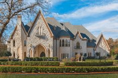 Beautiful interior and exterior photos of 1470 N Kimball Ave Southlake, Texas, 76092 United States. This is a picture of Southlake European Castle, it is out of 24 pictures total for this dream house. Texas Mansions, Mansions Homes, Dallas Real Estate, Luxury Real Estate, Modern Castle, Unusual Homes, Expensive Houses, Old World Style, Celebrity Houses