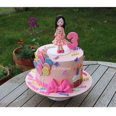 Beren Naz Hanım 3 yaşında Little Miss Beren Naz is 3 years old  #birthdaycake #butikpasta #kişiyeözelpasta #şekerhamurlupasta #fondantcake #cakeart #instacake #cakestagram #sugarcake #fondantart #şekerhamuru #cakedesign #fondant #edibleart #cakedecoration #ideiasdebolosdocesedelicias #decoratedcake #cakeoftheday #doğumgünüpastası #doğumgünü #reposteria #encontrandoideias #balloons #balloon #balon #narcity #nishadalar #fuaye #kiptaş #confetti