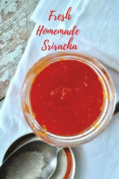 If you have a Sriracha lover in your life consider treating them to a whole fresh batch by using this Homemade Sriracha Recipe. Sriracha Recipes, Sauce Recipes, Recipe For Sriracha Sauce, Homemade Sriracha Sauce Recipe, Cooking Recipes, Copykat Recipes, What Is Sriracha, Ketchup, Dips