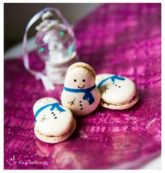 Macaron Fetish: Snowman Macarons - Cinnamon Anise Chocolate & Wine Jelly Macarons