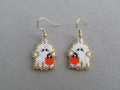 Rough white diamond drop earrings with 2 carats of raw diamonds. They are set in handcrafted solid yellow gold fill french ear wires with 4 prong design. Definitely luxury anniversary jewelry that she w Seed Bead Patterns, Beaded Jewelry Patterns, Peyote Patterns, Beading Patterns, Seed Bead Jewelry, Seed Bead Earrings, Etsy Earrings, Seed Beads, Crafts