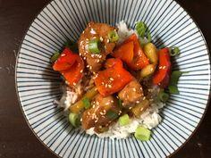 Eine Ode an Hop Sing aus Bonanza: Sticky Orange Chicken. Der China-Takeaway-Klassiker ganz einfach (und gesünder) für zuhause.  Besser als im Imbiss!