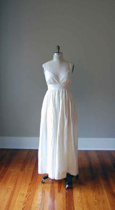 Simple Ivory Wedding Dress in Pure Linen / by patriciavalery