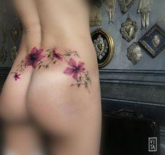 Fiore di Clematis appartenenti alla famiglia delle Ranunculacae, dall'aspetto cespuglioso e con copiose infiorescenze. Cover. ➜booking: gil@purotattoostudio.it #unfiorepersempre #oneflowerforever #gilbertavita #tattoo #tatuaggio #purotattoostudio #flowertattoo