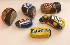 Decorative Rocks : Description Painted Rock Ideas – Do you need rock painting ideas for spreading rocks around your neighborhood or the Kindness Rocks Project? Here's some inspiration with my best tips! Rock Painting Patterns, Rock Painting Ideas Easy, Rock Painting Designs, Paint Designs, Rock Painting For Kids, Painting Tips, Pebble Painting, Pebble Art, Stone Painting