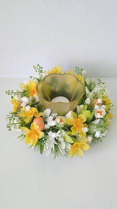 dekorBEA / Jarny kvetinovy svietnik Luster, Floral Wreath, Wreaths, Blog, Home Decor, Life, Homemade Home Decor, Door Wreaths, Blogging