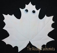 The Moody Fashionista: Ghost Leaves Kids Craft Halloween Ghost Decorations, Theme Halloween, Halloween Moon, Halloween Crafts For Kids, Halloween Activities, Halloween Ghosts, Spirit Halloween, Holidays Halloween, Easy Halloween