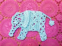 Love these free crochet applique patterns! Sunbonnet Sue, elephant, giraffe, and owl, and a pineapple pattern! Appliques Au Crochet, Crochet Motifs, Crochet Diagram, Crochet Stitches, Graph Crochet, Doily Patterns, Applique Patterns, Crochet Patterns, Floral Patterns