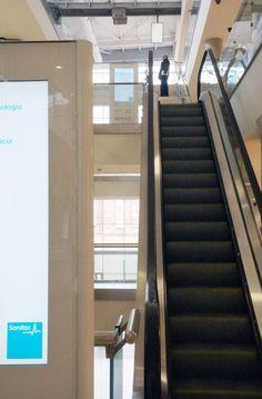 Detalle Totem Colección Eco para Hospital de La Moraleja Sanitas, Madrid Dental, Madrid, Stairs, Marketing, Home Decor, Stairway, Decoration Home, Staircases, Room Decor
