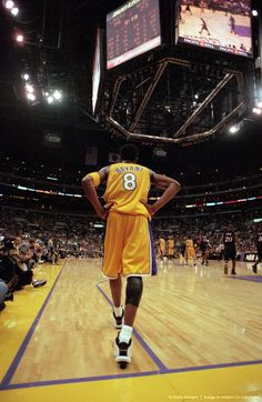 101 Kobe Bryant Style, Fashion & Looks - Fazhion Kobe Bryant 8, Kobe Bryant Family, Basketball Art, Basketball Pictures, Basketball Players, Basketball Jones, College Basketball, Kobe Bryant Pictures, Nba Pictures