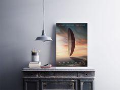 """Placa decorativa """"Filme Arrival""""  Temos quadros com moldura e vidro protetor e placas decorativas em MDF.  Visite nossa loja e conheça nossos diversos modelos.  Loja virtual: www.arteemposter.com.br  Facebook: fb.com/arteemposter  Instagram: instagram.com/rogergon1975  #placa #adesivo #poster #quadro #vidro #parede #moldura"""