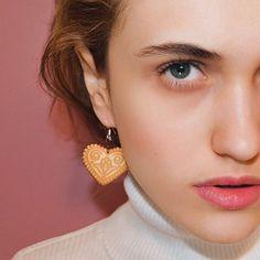 """Začínáme s novým startem v 2018 - Novou řadou slovanských šperků: Modelka ma na sobě Náušnice """"Vrchárské srdce"""" 💗, inspirované detvanskou výšivkou. Se srdcem na Podpoľaní se nikde ve světě neztratíte. A díky materiálu - přírodní dřevo - jsou lehoučké na nošení ✨ Drop Earrings, Accessories, Jewelry, Fashion, Jewellery Making, Moda, Jewelery, Drop Earring"""