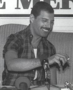 Freddie Mercury- Love this picture, must have been before his demons kicked in ❤️❤️