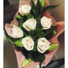 Иногда белые розы и лилии в самый раз #доставка #цветов #душанбе