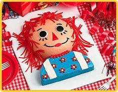Raggedy Ann Cake- I used an 8 inch pan for the head and a 9 inch pan for the shoulders, instead of what the recipe says. I also just made my own buttercream and piped the icing for the hair/flowers instead of using Twizzlers/candies. Pretty Cakes, Beautiful Cakes, Amazing Cakes, Raggedy Ann And Andy, Mont Saint Michel, Birthday Parties, Birthday Cakes, Birthday Ideas, Happy Birthday