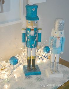Love the use of blue in this Christmas home tour by Tiny Sidekick!