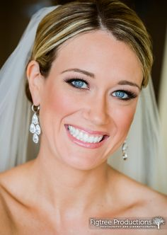 Dark eyeliner really makes this bride's beautiful blue eyes pop