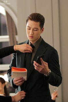Netflix, Seoul Korea, Korean Actors, Cute Guys, Strong Women, Dramas, Tv Shows, Handsome, Kpop