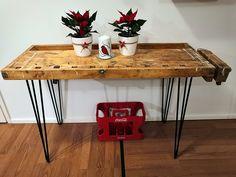 #höyläpenkki #pinnijalat #pinnijalkapojat Penne, Table, Furniture, Home Decor, Room Decor, Home Interior Design, Desk, Pens, Tabletop