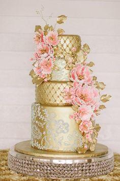 Kati Rosado Photography via Ruffled; Gorgeous Wedding Cakes With Gold Details - Kati Rosado Photography via Ruffled