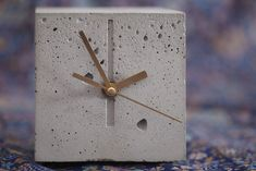 Chronek / Good Time Buddy is a small, stable and discreet concrete clock. #concrete #concrete_clock