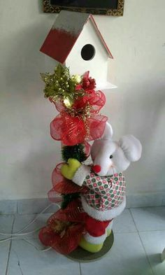 Pallet Christmas, Christmas Wreaths, Christmas Crafts, Christmas Decorations, Holiday Decor, Diy Snowman, Bird Houses, Bouquet, Pretty And Cute