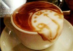 Mooiste latte art ooit: Dali's smeltende klok in je koffie
