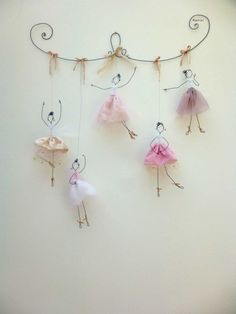 Balerina tutu it's wonderful 16 DIY White Christmas Decorations for the Home Chorus line doodler Discover recipes, home ideas, style inspiration and other ideas to try. Great DIY wall art for amelia 43 wire art sculptures ready to emphasize your space – Wire Crafts, Diy And Crafts, Arts And Crafts, Paper Crafts, Decor Crafts, Diy For Kids, Crafts For Kids, Wire Art, Wire Jewelry