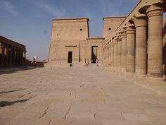 El tercero templo ptolemaico en este post! Es uno de los más hermoso en mi opinión, creo que la combinación de isla y templo le quedo genial. Louvre, Building, Travel, World, Empire, Islands, Countries, Third, Viajes