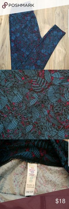 OS GORGEOUS OS LULAROE LEGGINGS NWT This color blue is simply GORGEOUS.  Great print. Comes from a SMOKE FREE HOME.  NIB OS best fits 2-10. LuLaRoe Pants Leggings