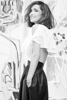 The white shirt reaches new heights for a flirty but chic look as seen on Rose Byrne in Elle Canada. Pixie Cut, Mary Rose Byrne, Short Hair Cuts, Short Hair Styles, Vintage Chic, Hair Styles 2014, Hipster, Celebs, Modeling