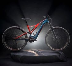 Specialized have taken what they learnt from the new Stumpjumper, and poured it into an all-new Turbo Levo. E Mountain Bike, Electric Mountain Bike, Electric Bicycle, Best Mtb, Specialized Bikes, Mtb Bike, Things To Know, Motor, Pure Products