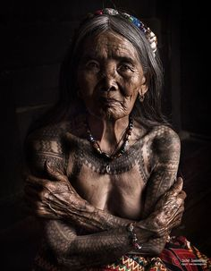 Wang Od (the last Mambabatok tattoo artist in Kalinga) Philippines by Suchet Suwanmongkol on Filipino Tattoos, Old Faces, Ageless Beauty, Interesting Faces, People Around The World, Picture Tattoos, Tattoo Pics, Old Women, Alter