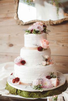 wedding cake idea; photo: J PHOTOGRAPHY BY JESSI CAPARELLA