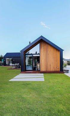Punching above its weight: Keane Building - Metropol Modern Barn House, Barn Style Houses, U Shaped Houses, Shiplap Cladding, Gable House, Local Builders, Modern Farmhouse Exterior, Facade House, Shed Homes