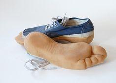 Creativos zapatos que dejan huellas de animales diseñados por Maskull Lasserre .