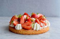 Aardbeientaartje met Bretons zanddeeg - Gwenn's Bakery Baking Recipes, Cake Recipes, Mini Pies, Pie Cake, Sweet Recipes, Delish, Bakery, Cheesecake, Strawberry