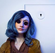Are you looking for ideas for your Halloween make-up? Browse around this website for unique Halloween makeup looks. Halloween Fotos, Halloween Inspo, Halloween Makeup Looks, Halloween Cosplay, Halloween Outfits, Tim Burton Halloween Costumes, Coraline Halloween Costume, Halloween 2019, Amazing Halloween Costumes
