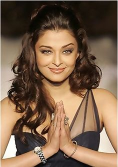 Indian Actresses – Bollywood Actresses and More Aishwarya Rai (or Aishwarya Rai Bachchan). Aishwarya Rai Makeup, Aishwarya Rai Bachchan, Beauty Tips And Secrets, Beauty Hacks, Kylie Jenner Fotos, Saree Hairstyles, Teased Hairstyles, Stylish Hairstyles, Bridal Hairstyles