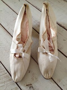 Vintage 1920s Victorian Edwardian White Silk Wedding Shoes