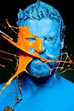 Beeldaspect kleur / kleurcontrast. Blauw en oranje zijn complementair aan elkaar.