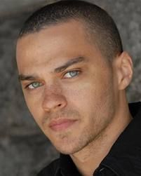 Jesse Williams a.a Dr. Jackson Avery on Grey's Anatomy Jesse Williams Grey's Anatomy, Jessie Williams, Jackson Avery, Black People With Freckles, Black Freckles, Beautiful Eyes, Gorgeous Men, Beautiful People, Amazing Eyes