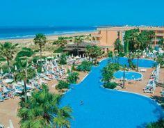 """Bohlenweg zum Strand"" Bild Hotel Hipotels Barrosa Park in Novo Sancti Petri • Costa de la Luz, Spanien"