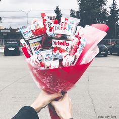 Gift for girls. Idea for photo with flowers Nutella Gifts, Nutella Bar, Candy Bouquet Diy, Gift Bouquet, Cute Birthday Gift, Birthday Gifts For Best Friend, Chocolate Quotes, Chocolate Gifts, Chocolate Flowers Bouquet