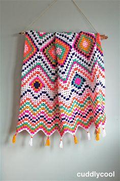 Crochet granny square pillow pattern baby blankets New Ideas Manta Crochet, Crochet Granny, Diy Crochet, Crochet For Beginners Blanket, Crochet Blanket Patterns, Crochet Stitches, Crochet Baby Bonnet, Arm Knitting, Knitted Blankets