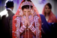 Beautiful Bride arriving at the Gurdwara #SikhWedding #AsianWedding