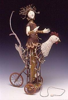 Akira Blount (U.S.A) Akira Blount crée d'étonnantes poupées, faites de bois et matériaux naturels (brindilles, ronces, courges, morceaux de champignons séchés…) Elle combine couleurs, motifs etc...